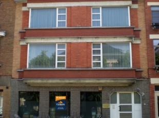 Deze eigendom die een centrale ligging betreft bestaat uit een functionele kantoorruimte met aparte dienstingang + duplex-appartement<br /> Het pand b