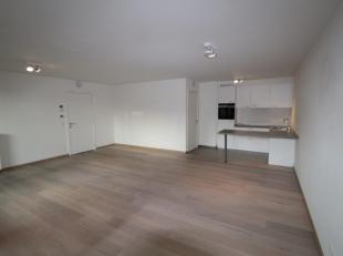 zeer ruim, bijna nieuw 2 kamer appartement met groot terras, eiken parket in living en slaapkamers, volledige keuken met siemens toestellen incl vaatw