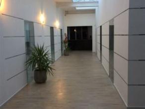 Kantoorgebouw met magazijn in verschillende units, vanaf 500euro per unit Mogelijkheid om een deel te huren. Inrichting kan eventueel door verhuurder