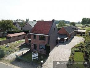 Landelijk gelegen te renoveren woning met prachtige stallen op toplocatie, laag beschrijf mogelijk. Deze woning is gelegen aan de sluipwegen van Hamme