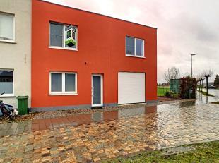 Deze halfopen bebouwing is gelegen in het mooie Wijgmaal, op een boogscheut van Leuven. De woning werd volledig gerenoveerd volgens hedendaagse normen