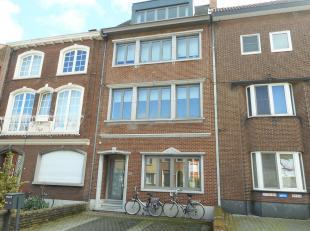 Ruim , recent en modern duplex appartement in het centrum van Hasselt met twee  garages die uitgeven op de Kerkhofstraat.<br /> Dit pareltje heeft een