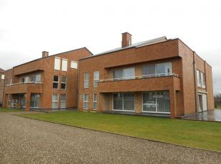 Mooi gelijkvloers appartement te Dilsen-Stokkem.<br /> Dit appartement bestaat uit een inkomhal, living, keuken, toilet, 2 slaapkamers, badkamer en ru