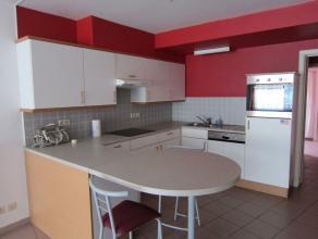 ''Rue Froissart 19-21/1. Bel appartement de 100 m² au rez comp: séjour avec cuisine équipée, hall de nuit, WC, 2 chambres, S