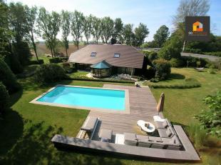 Go Immobilier vous propose la villa Hulencourt située dans un environnement exceptionnellement calme. Cette maison de 450m² sur un terrain