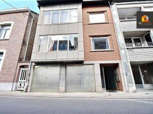 Agréable appartement 2 chambres de (±75m²) avec terrasse. Proche de la E411 et des transports en commun, il  se compose comme suit: