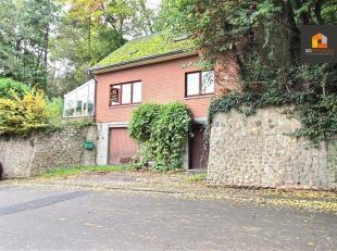 Go Immobilier a le plaisir de vous présenter cette maison 3 chambres à rénover dans un cadre verdoyant. Proche de toutes facilit&