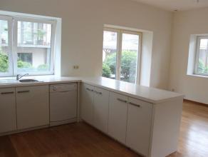 Splendide appartement situé dans un des plus beau quartier de Schaerbeek à proximité du Parc Josaphat. Comprenant un spacieux liv