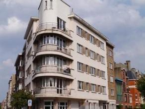 A proximité de toutes les facilités (tram, bus, train, commerces, écoles, ...) et la place Dailly. Agréable appartement 1