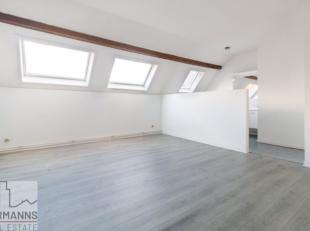 HALLE SAINT-GERY ////<br /> In een kleine mede-eigendom met lage lasten, mooi duplex appartement 2 slaapkamers van 118 m². Hij bestaat uit een ze