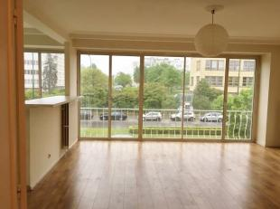 Nog geen nederlandstalige versie beschikbaarWOLUWE-SAINT-LAMBERT // Bel appartement de 2 chambre ( 90 m²) situé à proximité