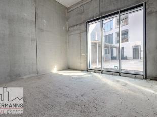 Place Sainte-Catherine, proche de nombreux commerces et du Centre Pompidou, surperbe surface commerciale casco de 165 m² sur trois étages.