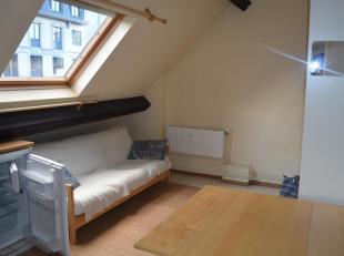 Studio 1 chambre, situé rue Royale, proches des transports et commerces. Idéal pour étudiant, jeune travailleur ou personne seule