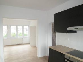 Dit recent gerenoveerd éénslaapkamer appartement maakt deel uit van klein appartementsgebouw met 3 appartementen. <br /> <br /> Het betr