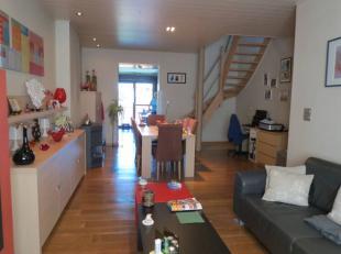 Deze woning is grotendeels gerenoveerd en beschikt over o.a. 3 slaapkamers (waarvan 1 mansardekamer), een in te richten zolderkamer, een nieuwe keuken