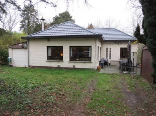 Deze achterin gelegen bungalow-woning (alles op gelijkvloers) beschikt over o.a. 2 slaapkamers, een grote voortuin, achtertuin en een losstaande garag