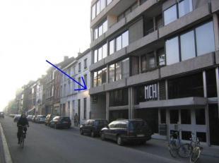 Ondergondse autostaanplaats in residentie Binnenhof; met ingang aan Maria Theresiastraat 63 en uitgang aan Justus Lipiusstraat 18 (te voet ook bereikb