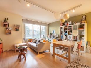 Dit appartement is gelegen in de onmiddellijke nabijheid van Gasthuisberg en heeft een mooi park voor de deur. Het is gelegen op de 1ste verdieping en