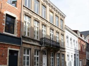Deze prachtige woonst, gelegen in het hartje van Leuven, is ongetwijfeld één van Leuvens mooiste eigendommen. De woning heeft maar liefs