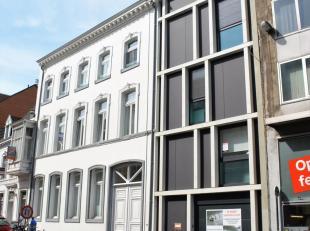 Deze staanplaats is gelegen in een splinternieuwe ondergrondse parkeergarage van een nieuwbouw gebouw op de Naamsestraat. Zeer centraal gelegen in het