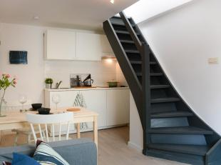 In een zijstraat van de ring van Leuven treft u op de bovenste verdieping van een authentieke herenwoning dit gezellige duplex appartement aan met 1 s