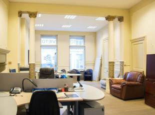 In deze mooie herenwoning hebben we een karaktervolle kantoorruimte te huur. Er is een aparte vergaderruimte, een keuken en toilet aanwezig. De hoge p
