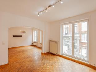 Dit appartement bevindt zich op de eerste verdieping van een rustige residentie, gelegen op korte wandelafstand van het station van Leuven. Als u het