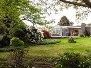 Deze residentieel gelegen woning te Linden is een schitterende opportuniteit. Gelegen op een prachtig stuk grond van +/- 23 are in een oase van rust m