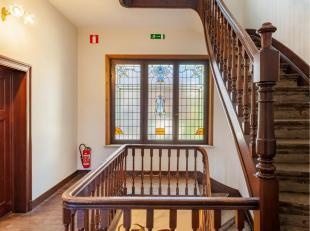 Deze woning, gelegen op de binnenring van Leuven, biedt u schitterende authentieke ruimtes. Bij het binnenkomen wordt u dadelijk geïmponeerd door