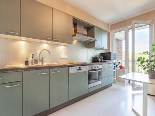 Gelegen op de binnenring van Leuven, biedt dit appartement u een ongeëvenaard gevoel van licht en rust. De praktische indeling, ideale ligging en