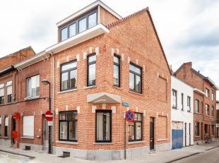 Deze recent volledig gerenoveerde hoekwoning bevindt zich in een rustige straat in hartje Leuven. Wat onmiddellijk opvalt is de enorme hoeveelheid lic