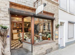Dit iconische pand in de Mechelsestraat te Leuven wordt verkocht! Jaar en dag is op de gelijkvloerse verdieping van dit authentieke rijhuis lamsbeenho