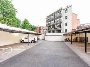 Deze overdekte staanplaatsen zijn strategisch zeer goed gelegen aan de rand van Leuven-centrum en in de onmiddellijke nabijheid van Gasthuisberg. * St