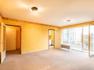 Dit appartement dient gerenoveerd of minstens opgefrist te worden. Alle ingrediënten, inclusief een mooi terras, zijn aanwezig om een prachtig re
