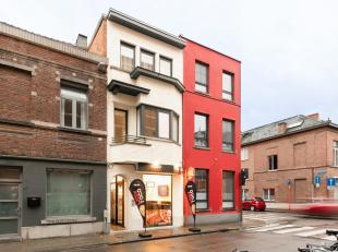Dit pand, gelegen op een topligging binnen de ring van Leuven, herbergt 5 prachtige kamers met eigen sanitair en een gemeenschappelijke keuken. Het ge