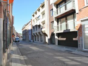 De staanplaatsen zijn gelegen in een ondergrondse parkeergarage van een gebouw op de Vaartstraat. Zeer centraal gelegen in het stadscentrum van Leuven