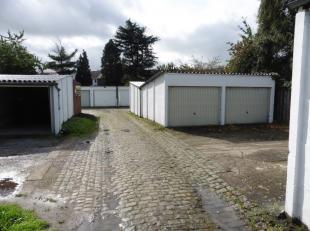 Nog slechts 4 beschikbaar!<br /> Dit garagecomplex is gelegen in een buurt met een grote vraag naar parkeerplaatsen.  Ze zijn dan ook allemaal verhuur