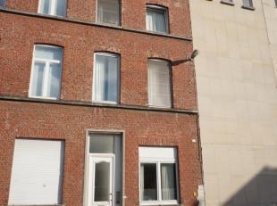 Dit opbrengsteigendom met 11 studentenkamers (vergund geacht voor 12 kamers) bevindt zich op een AAA-locatie in het centrum van Leuven op wandelafstan