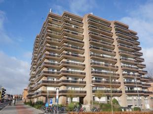 Dit ruim en lichtrijk appartement, gelegen aan de stadsrand nabij UZ Leuven, Imec, KUL, bestaat uit een inkomhal met vestiaire, living met prachtig wi