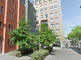 Dit trendy, lichtrijk en bemeubeld appartement met één ruime slaapkamer is rustig gelegen in het centrum van Leuven, en kijkt uit op het