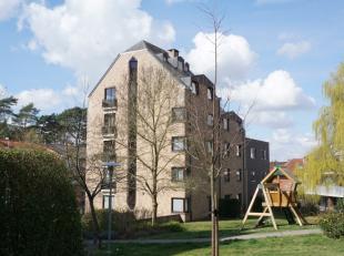 Op wandelafstand van openbaar vervoer, winkels en centrum Heverlee treft u deze leuke, instapklare flat met prachtig uitzicht.<br /> Gelegen op de 5e