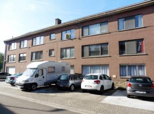 In een klein gebouw, nabij het centrum van Leuven, treft u deze ruime, volledig gerenoveerde studio van 33m² met parkeerplaats voor het gebouw.<b