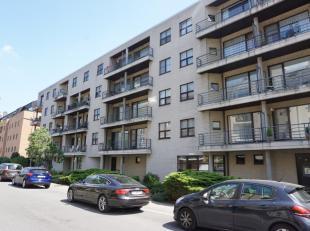 +++Compromis in opmaak+++<br /> Dit instapklaar appartement met een groot, zuid-georiënteerd terras (ca. 30m²) en een ruime garagebox, zal u
