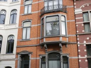 Deze prachtige, karaktervolle meesterwoning is parallel gelegen met de ring van Leuven, doch volledig in het groen, vlakbij het station, invalswegen e