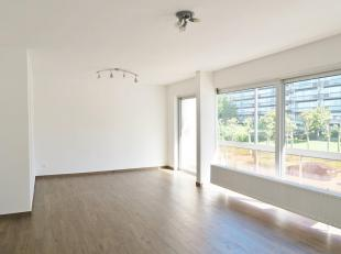 Ruim 3-slaapkamerappartement te huur in Merksem. Het appartement is gelegen op de eerste verdieping en werd grotendeels gerenoveerd.<br /> Via de inko