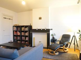 Dit charmante appartement is gelegen op de derde verdieping van een prachtig herenhuis met authentieke elementen.<br /> U komt het appartement binnen