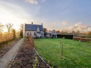 Uitzonderlijke, gerenoveerde kasteelhoeve op goed bereikbare locatie.<br /> U treft deze kasteelhoeve 'Spokenhof' op de grens van Borsbeek en Boechout