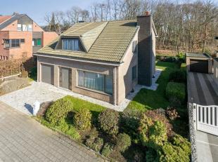 Deze perfect onderhouden en erg ruime villa is gelegen aan de rand van de Polders van Kruibeke in het prachtige en authentieke Bazel. Aan de voorzijde