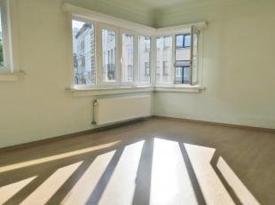 Gezellig appartement met 2 slaapkamers op gunstige locatie.<br /> Op de bovenste verdiepingen van dit kleinschalige appartementsgebouw situeert zich d