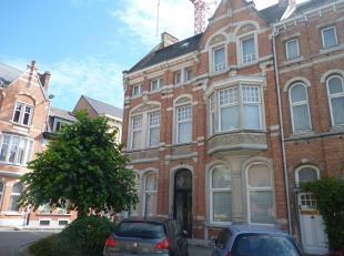 Stijlvolle kantoorruimte op een toplocatie in Dendermonde<br /> In het centrum van Dendermonde treft u deze karaktervolle herenwoning, die werd ingeri